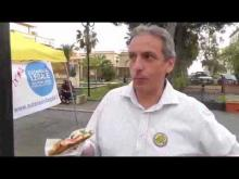 Claudio Scaldaferri mentre mangia - Raccolta firme EutanaSIALegale - Praia A Mare (CS) 13/04/13