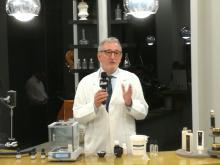 Dott. Roberto Gatti, chimico cosmetologo -  Il sistema Cosmo e la cosmetologia clinica