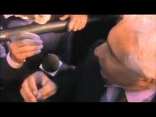 Il giorno del Napolitano-bis - Il Senatore Corradino Mineo (PD) tra la folla